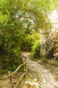 Fußweg zur Bucht Cala Sant Esteve.
