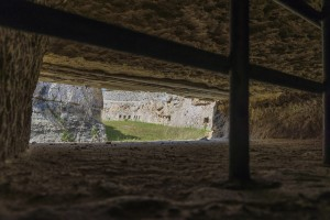 Blick aus dem Tunnel auf den Graben.