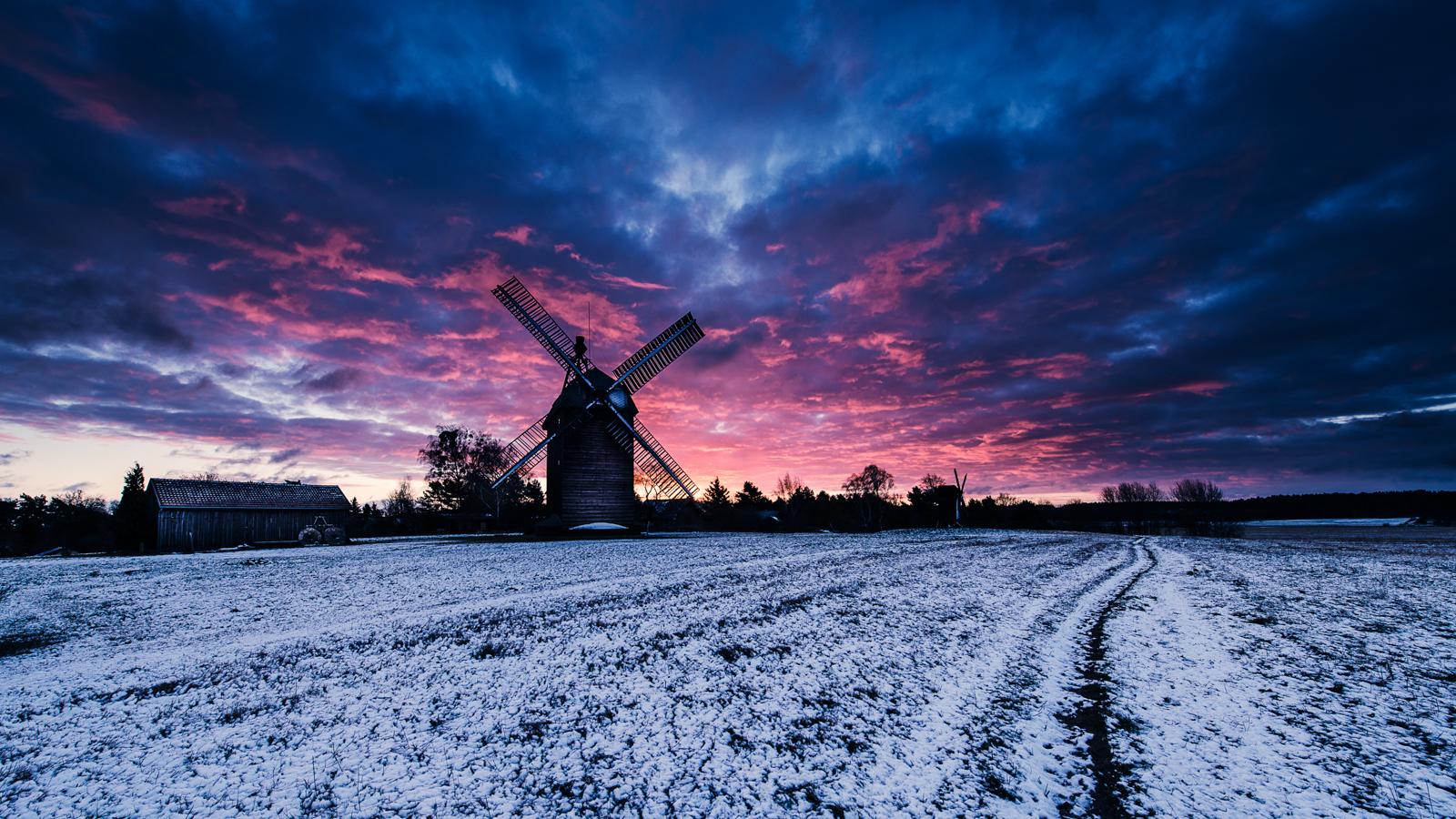Winterlicher Sonnenaufgang an der Mühle in Langerwisch