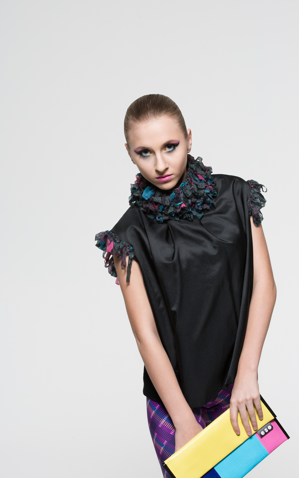 Blouse: Carla Cixi Crocheting // Clutch: ECO Project // Model: Nathalie // MUA: Diana Guti // Foto & Retouch: Sebastian Kreinau